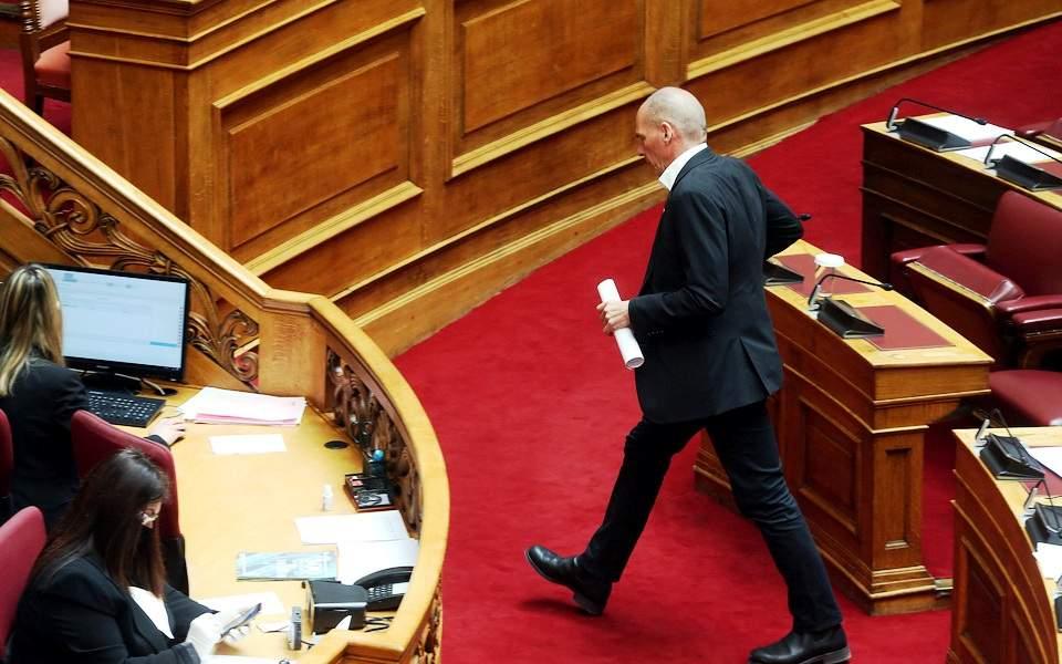 Κόντρα Σταϊκούρα – Βαρουφάκη στη Βουλή με προσωπικές αναφορές
