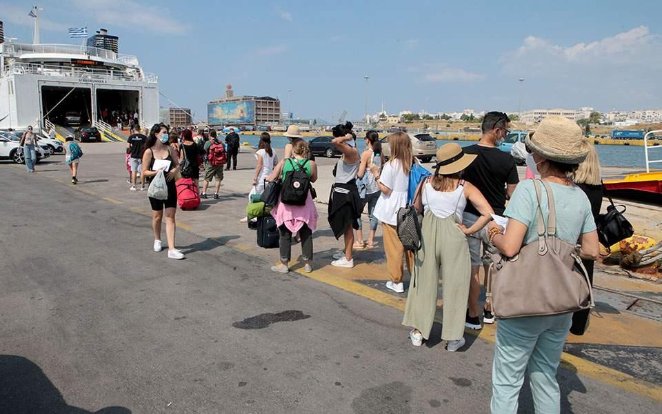 Υποχρεωτική χρήση μάσκας και στους εξωτερικούς χώρους των πλοίων
