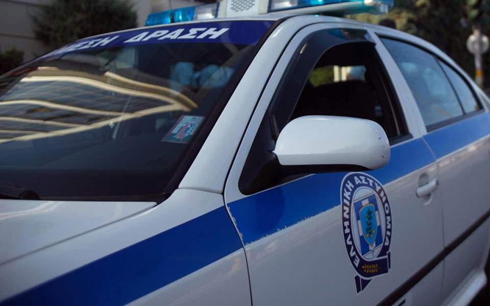 Προσποιούμενοι τους αστυνομικούς λήστεψαν ηλικιωμένο στην Κηφισιά – Τρεις συλλήψεις