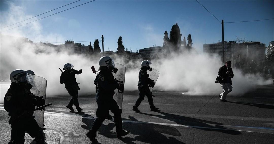Ένταση και χημικά στο πανεκπαιδευτικό συλλαλητήριο στην Αθήνα