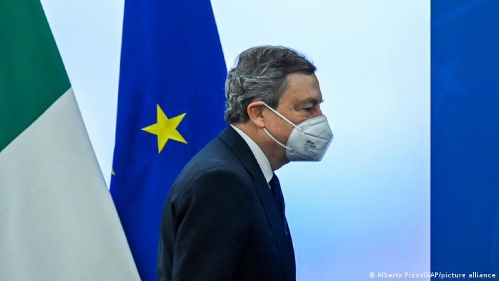 Ιταλία: Απογοήτευση από τους χειρισμούς Ντράγκι για τα εμβόλια